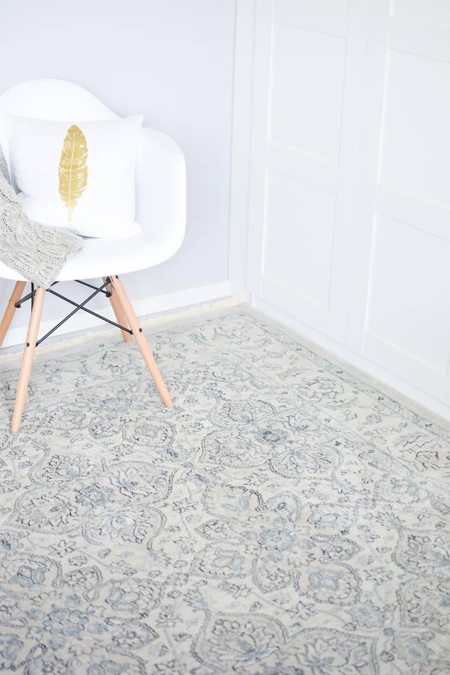 Fehér,  kaplan ziegler szőnyeg  egy hálószoba.