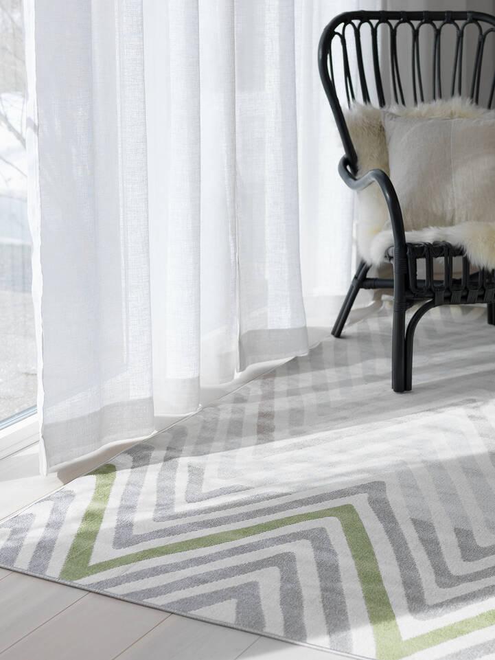 Fehér,  piramit flat weave szőnyeg  egy nappali.