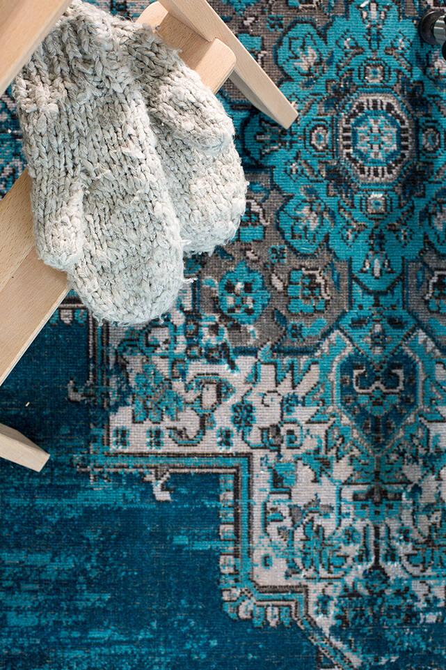 Kék,  a-w unique flat szőnyeg  egy előszoba.